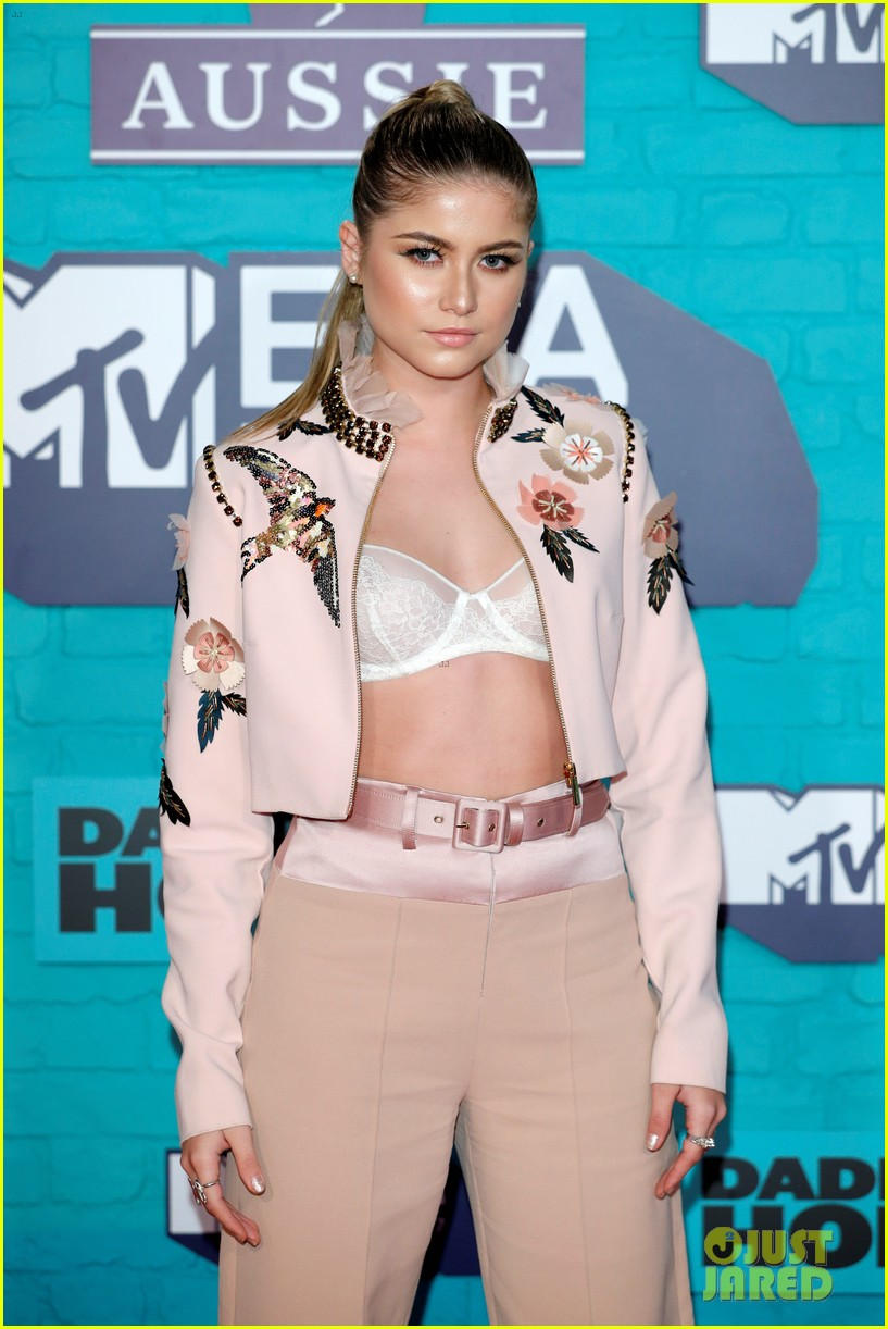 julia michaels zara larsson anne marie mtv emas 2017 06