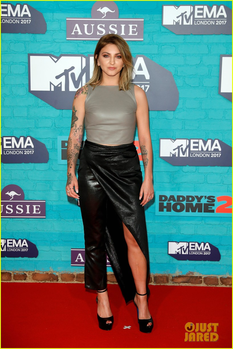 julia michaels zara larsson anne marie mtv emas 2017 15