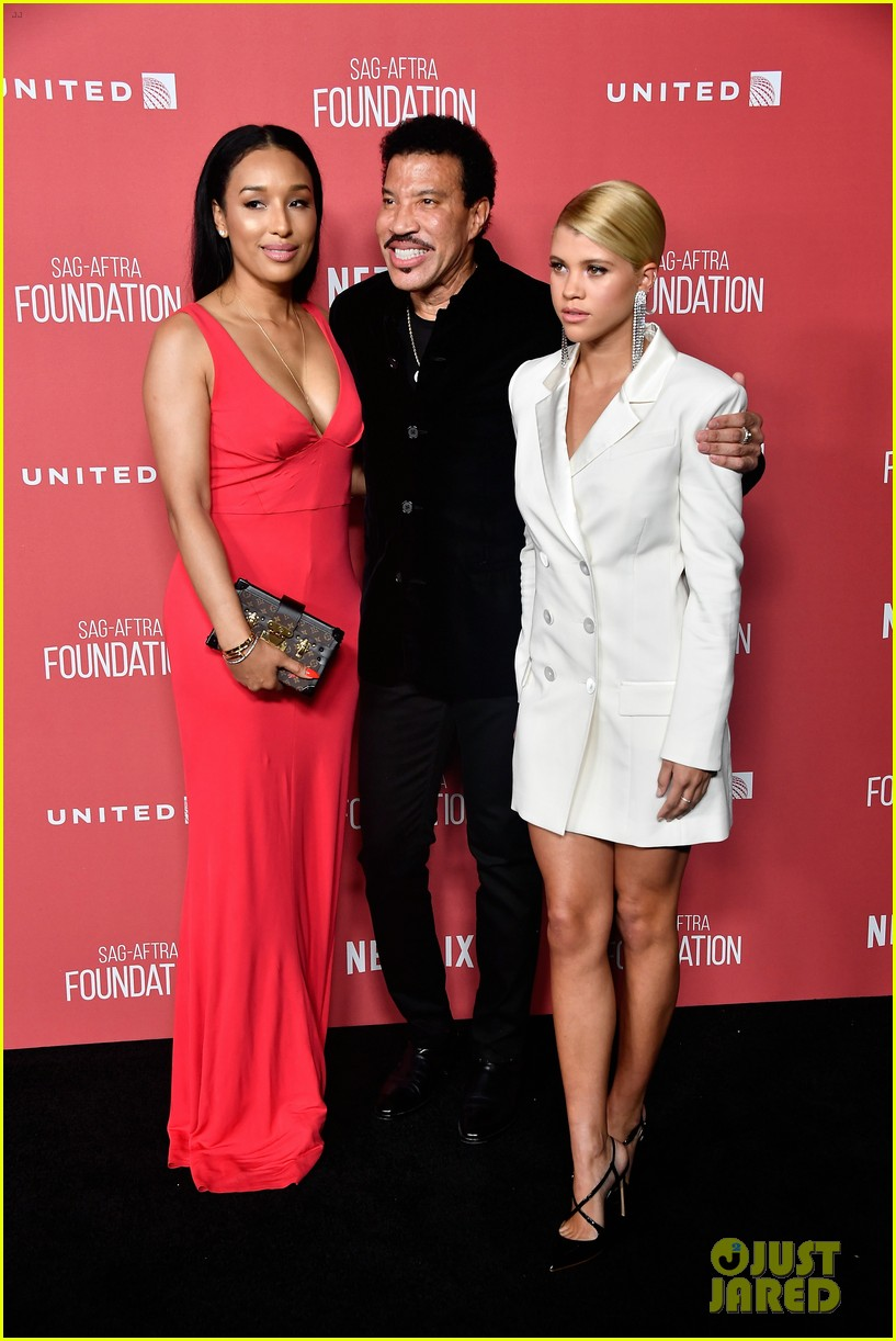 lionel richie and daughter sofia make rare red carpet appearance together 03