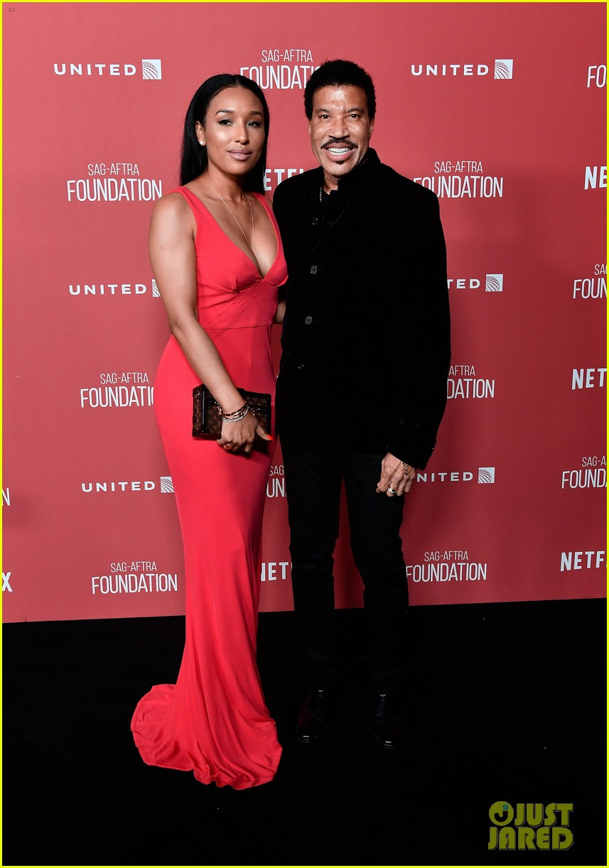 lionel richie and daughter sofia make rare red carpet appearance together 11