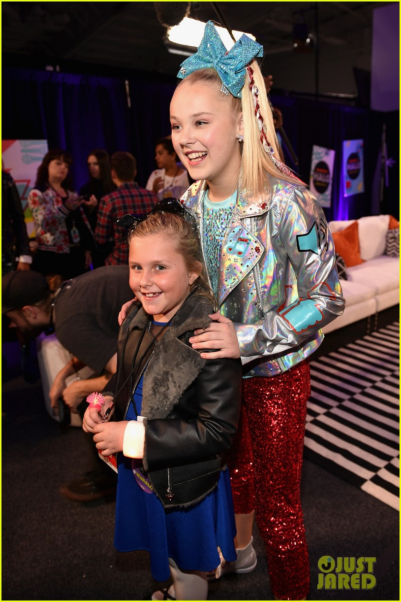 jojo siwa is all about the sequins at the nickelodeon halo awards 2017 05