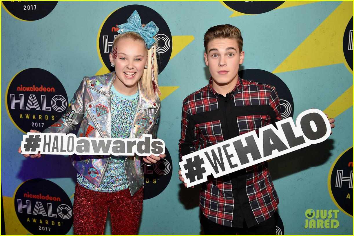 jojo siwa is all about the sequins at the nickelodeon halo awards 2017 06