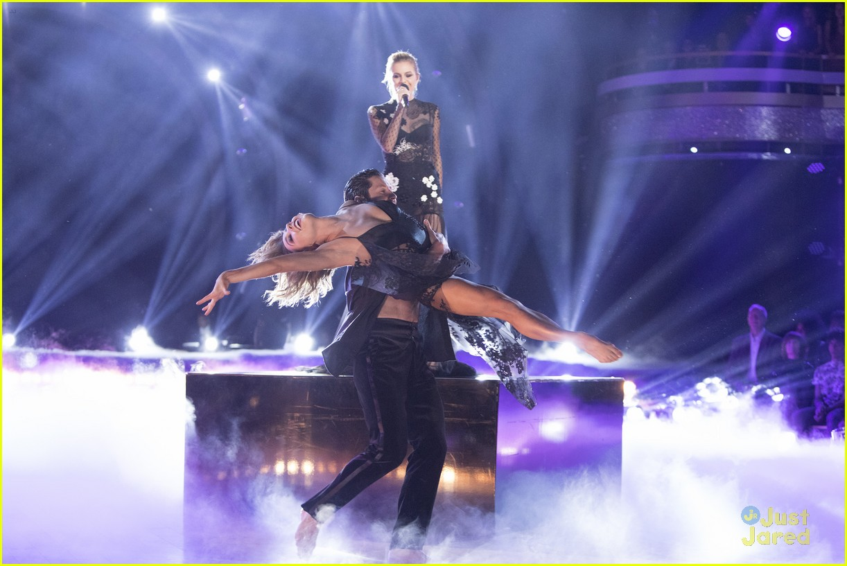 val jenna kelsea ballerini performance dwts finals 02