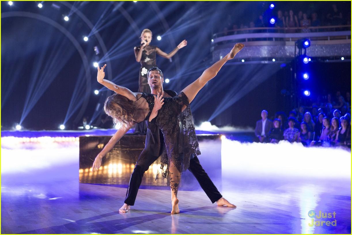 val jenna kelsea ballerini performance dwts finals 05