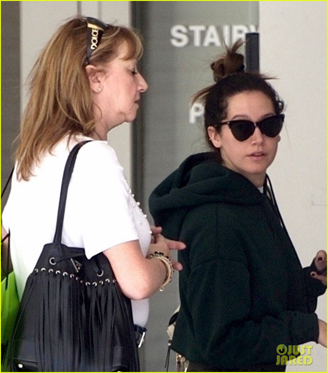 ashley tisdale goes holiday shopping with mom lisa 03