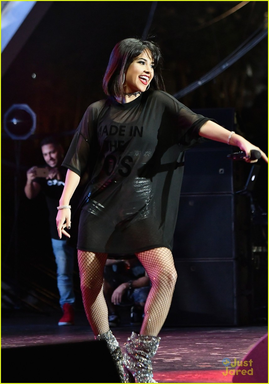 becky g world aids performance sass stage 06