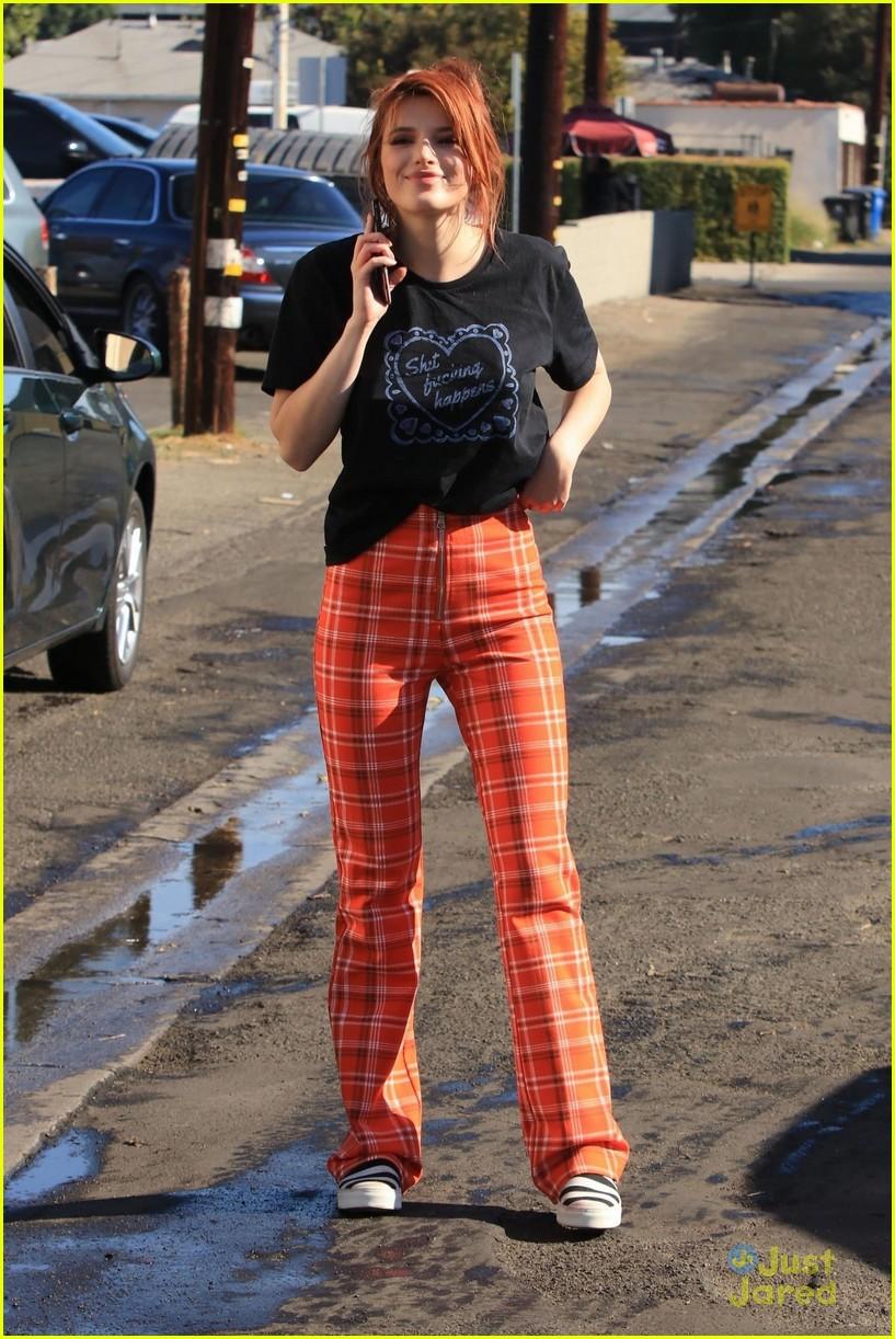 bella thorne red patterned pants fil set 05