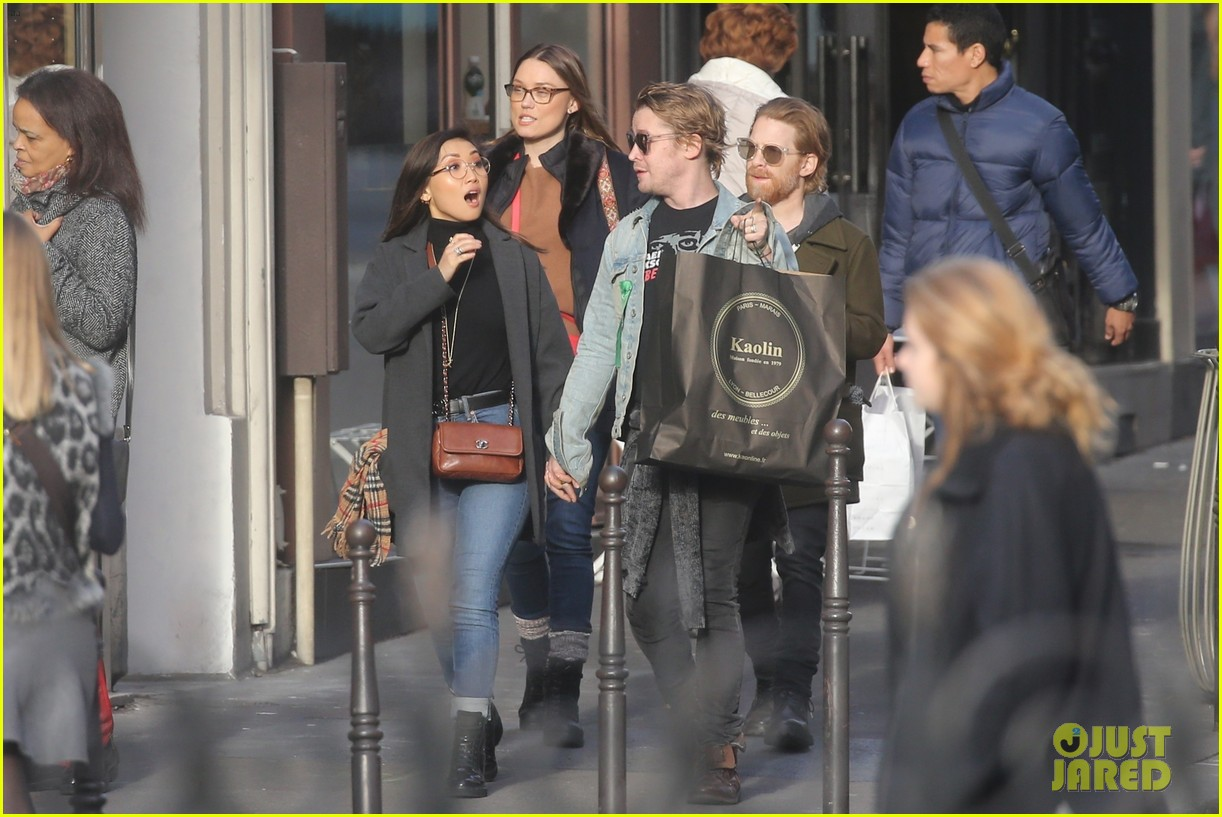 macaulay culkin brenda song cuddle up kiss in new paris photos 05