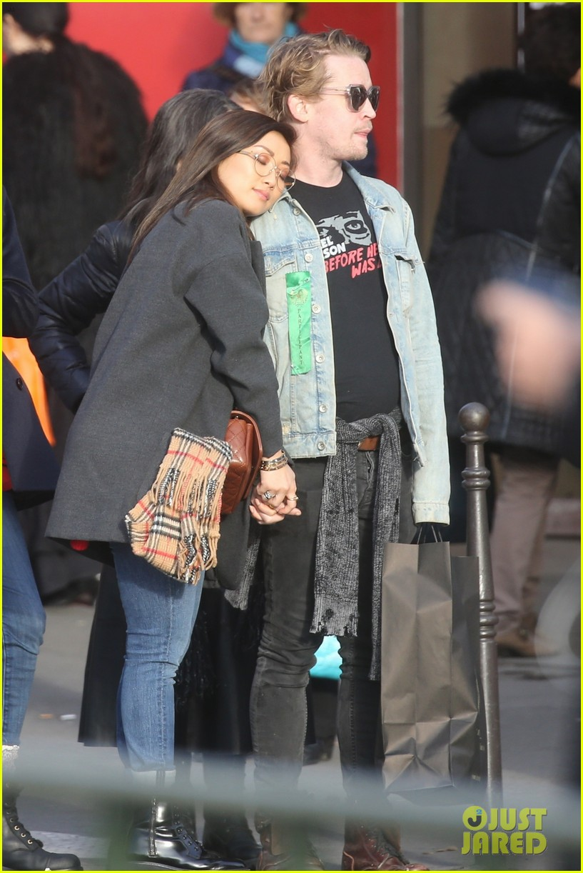 macaulay culkin brenda song cuddle up kiss in new paris photos 15