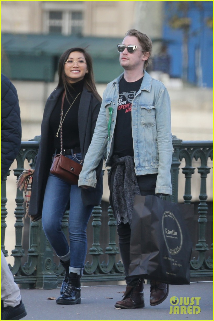 macaulay culkin brenda song cuddle up kiss in new paris photos 18