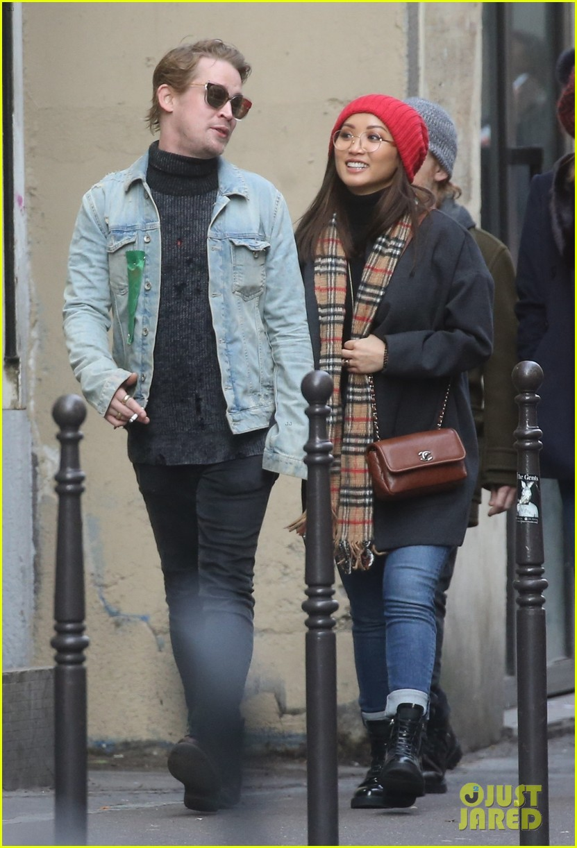 macaulay culkin brenda song cuddle up kiss in new paris photos 27