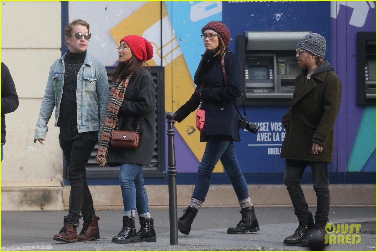 macaulay culkin brenda song cuddle up kiss in new paris photos 32