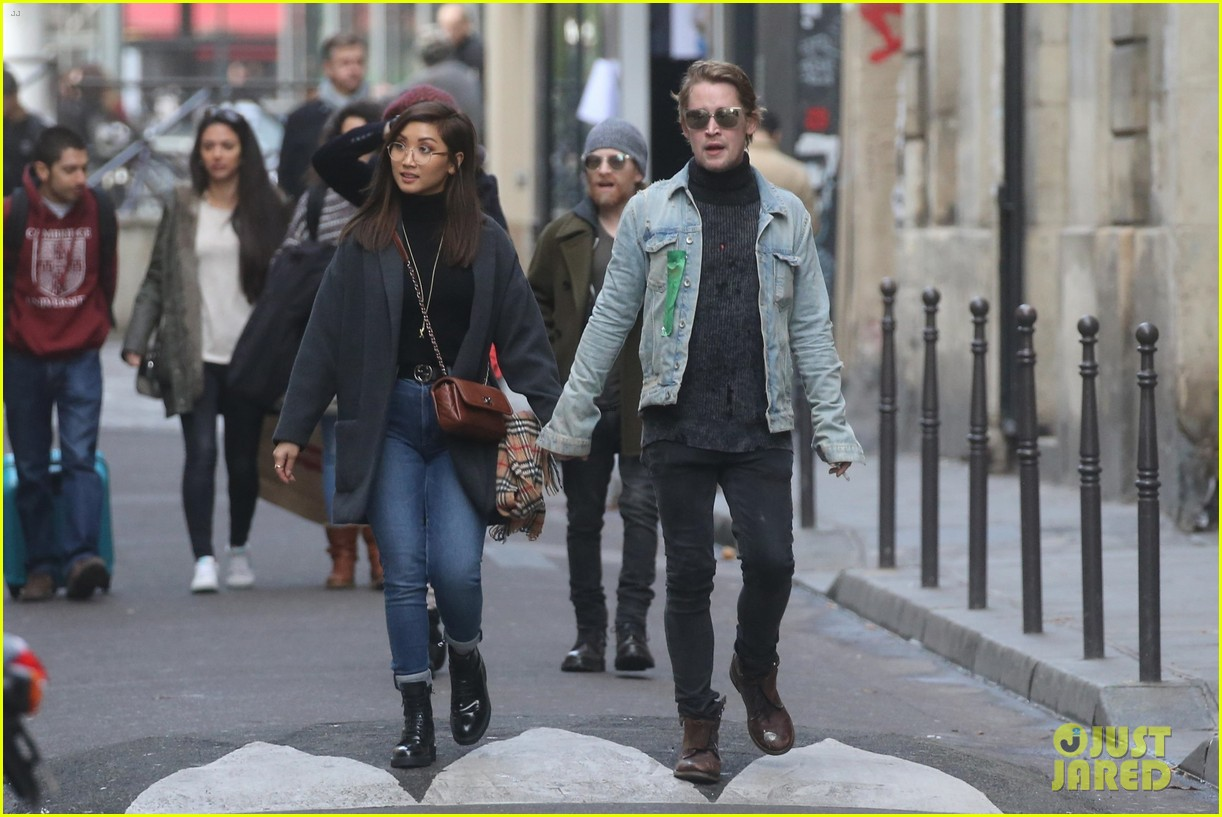 macaulay culkin brenda song cuddle up kiss in new paris photos 38