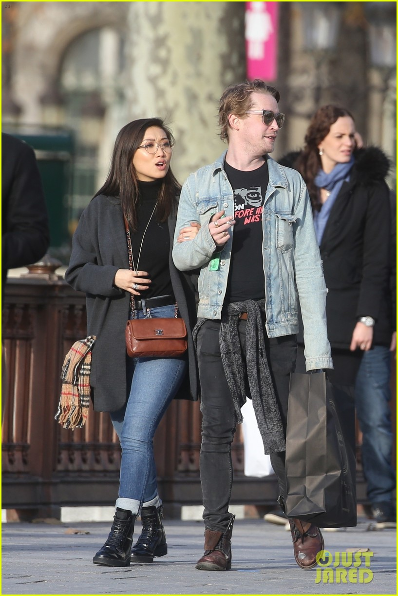 macaulay culkin brenda song cuddle up kiss in new paris photos 52