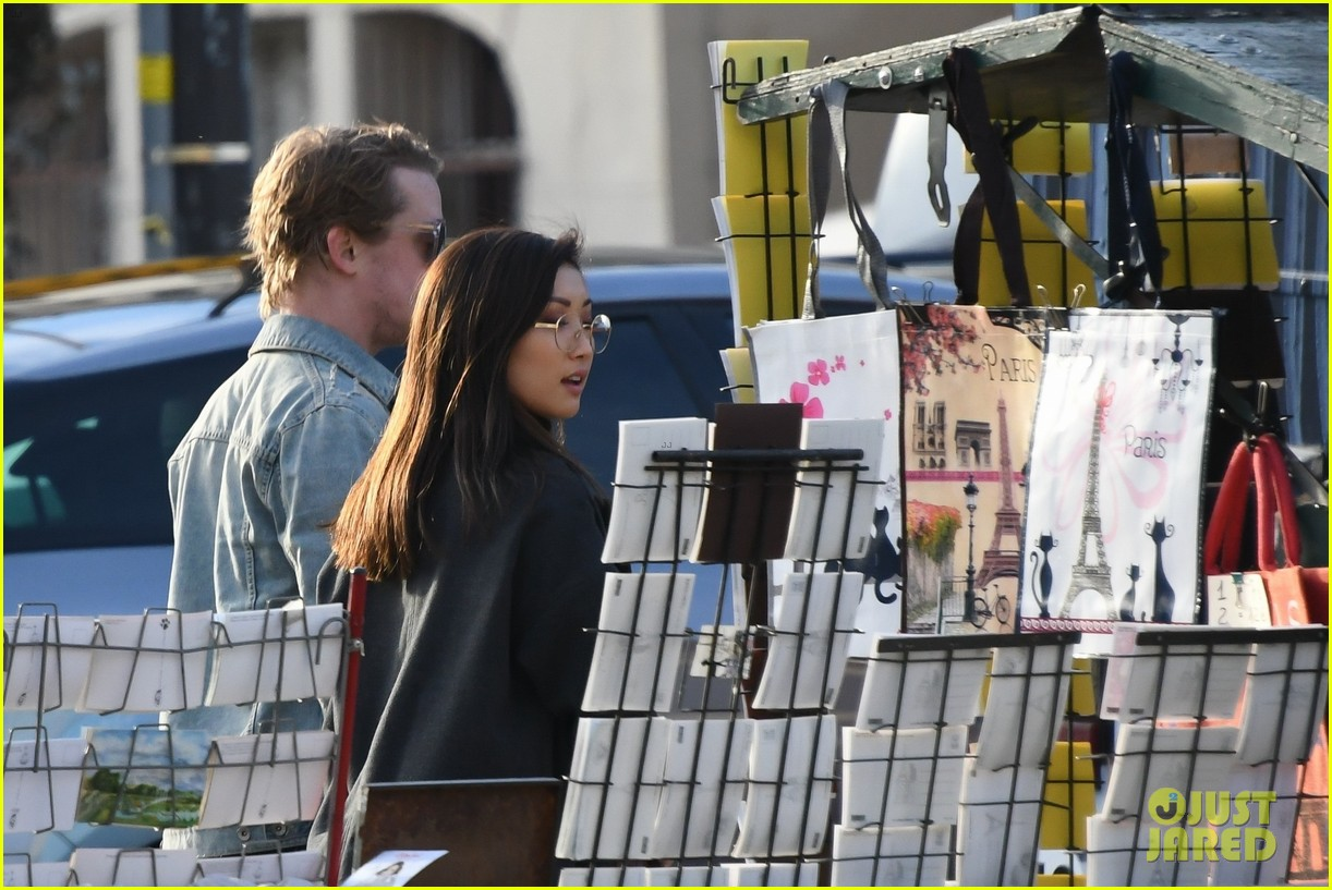 macaulay culkin brenda song cuddle up kiss in new paris photos 55