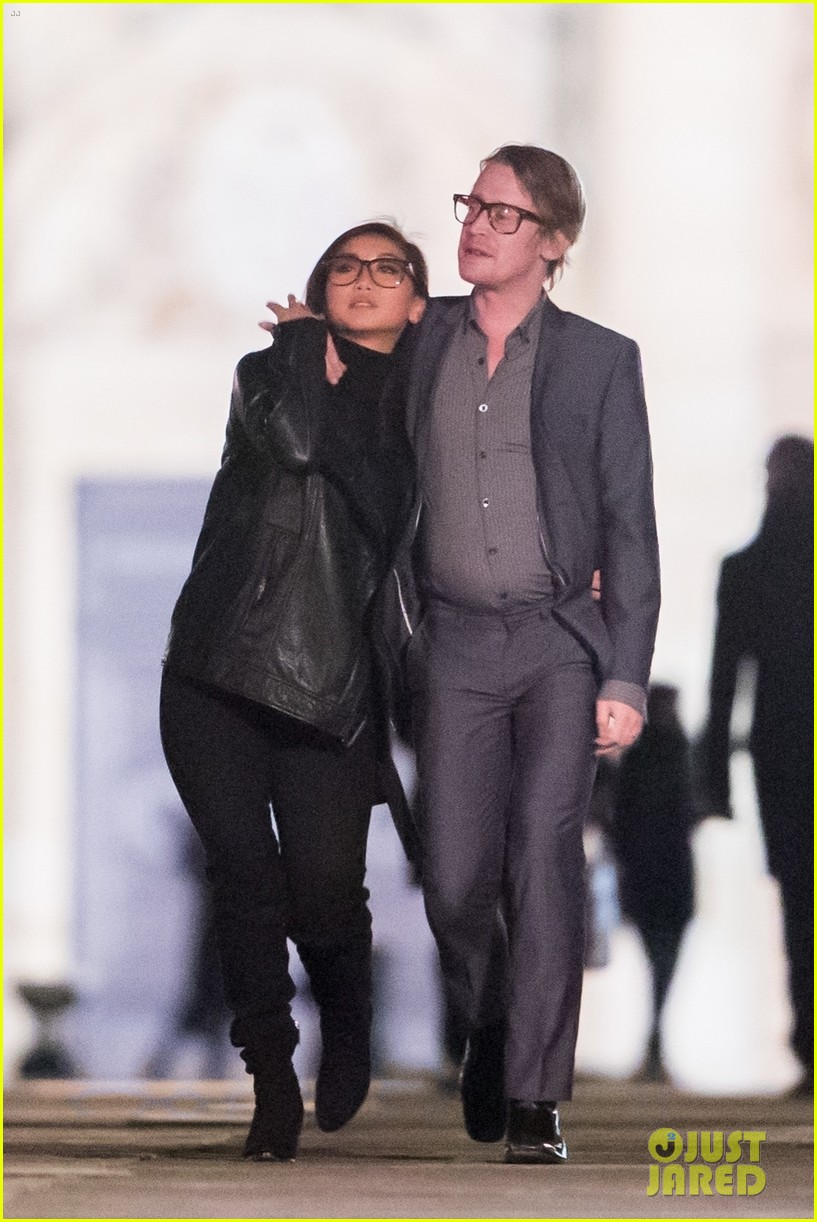 macaulay culkin brenda song look so in love in new photos 23