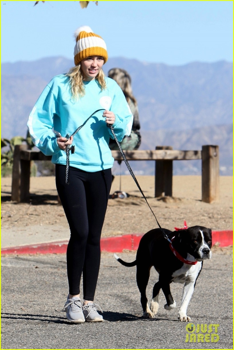 miley cyrus and pup mary jane step out for a hike in la 05