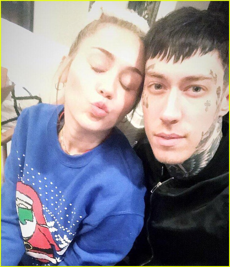 miley cyrus is celebrating christmas with her siblings pets 01