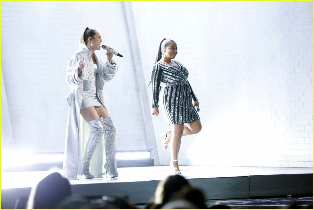 miley cyrus sings wrecking ball with brooke simpson the voice 01