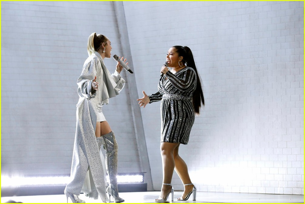 miley cyrus sings wrecking ball with brooke simpson the voice 05