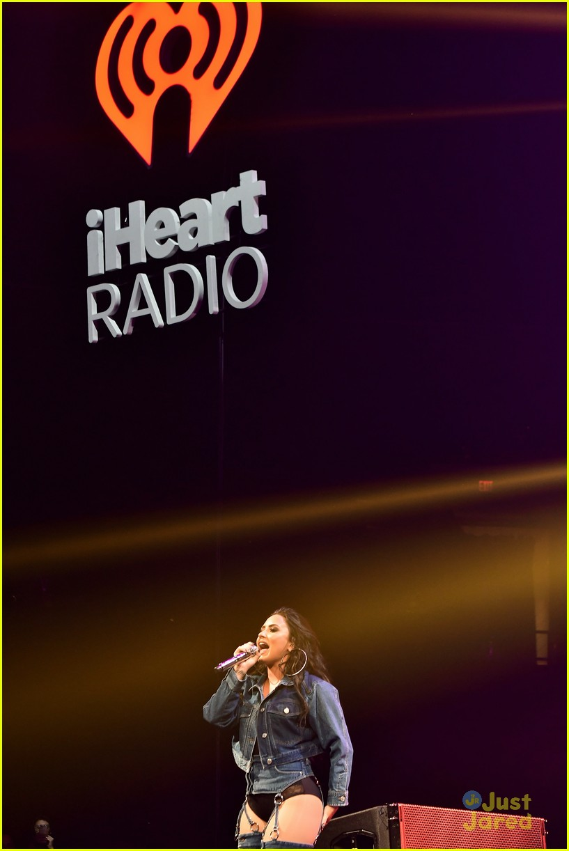 demi lovato nick jonas jingle ball miami 12