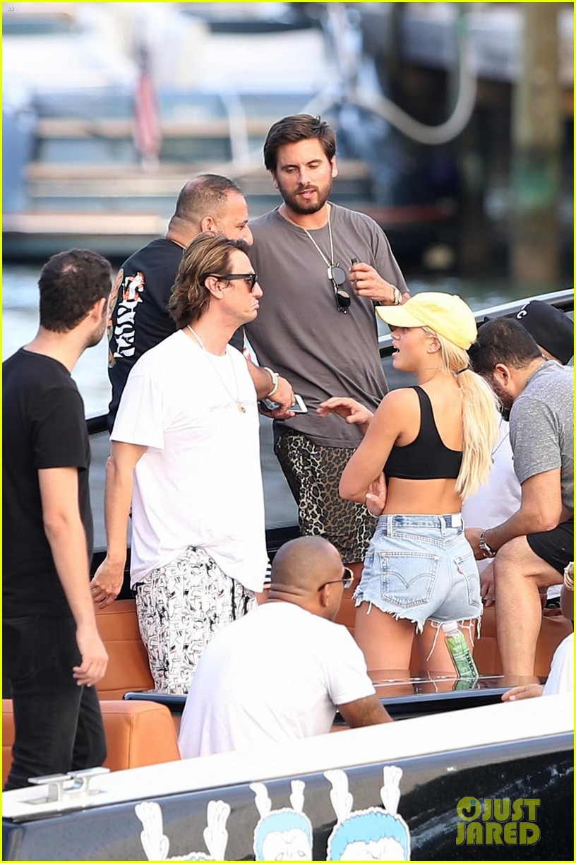 scott disick cuddles up to girlfriend sofia richie at art basel event 02