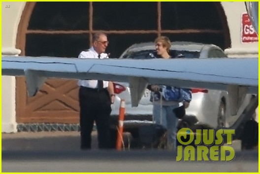 selena gomez justin bieber jet out of town together 09