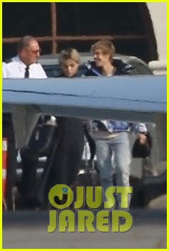 selena gomez justin bieber jet out of town together 14