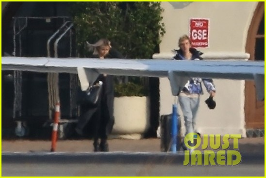 selena gomez justin bieber jet out of town together 23