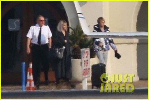 selena gomez justin bieber jet out of town together 27