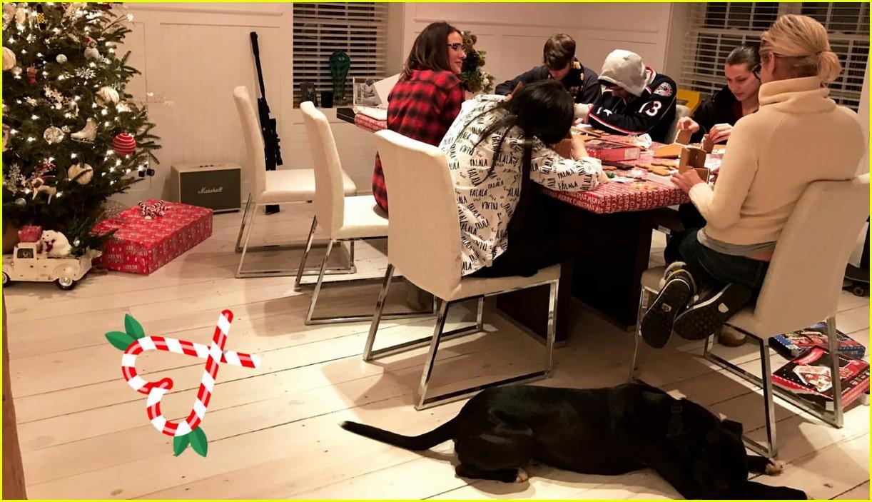 gigi hadid zayn malik families celebrate christmas 03