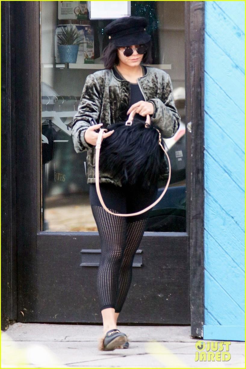 vanessa hudgens flaunts her abs after addressing engagement rumors 01