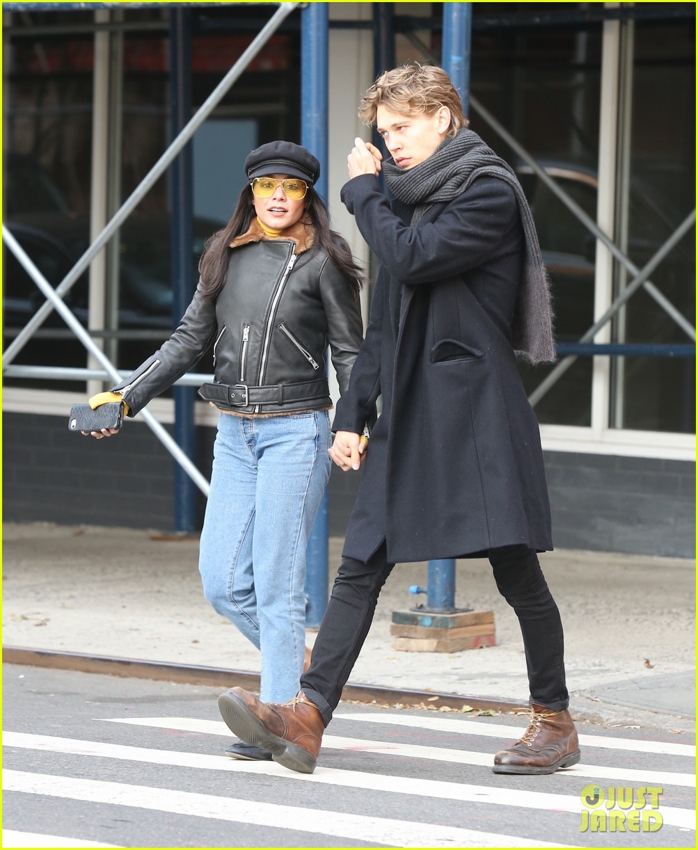vanessa hudgens austin butler hold hands during afternoon date 10