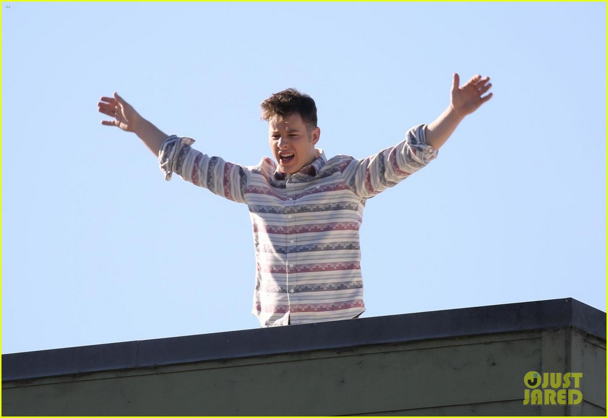 sarah hyland nolan gould and rico rodriguez film new modern family scenes 04