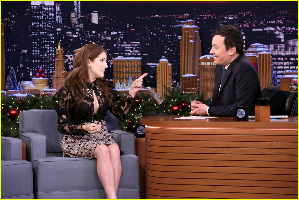 anna kendrick and jimmy fallon sing christmas with classroom instruments 05