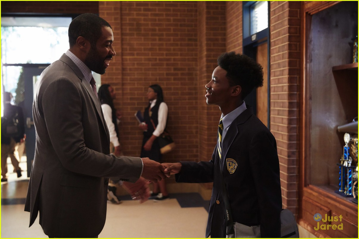 black lightning first pics new trailer watch 02