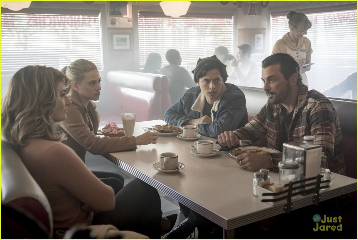 riverdale fp out jail new episode stills 01