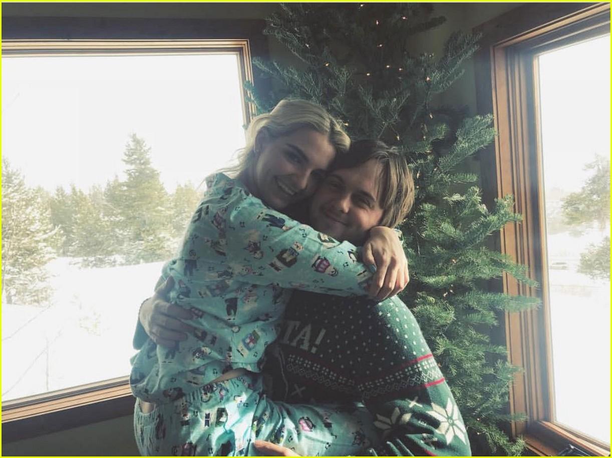 rydel lynch ellington ratliff cozy up christmas photo 02