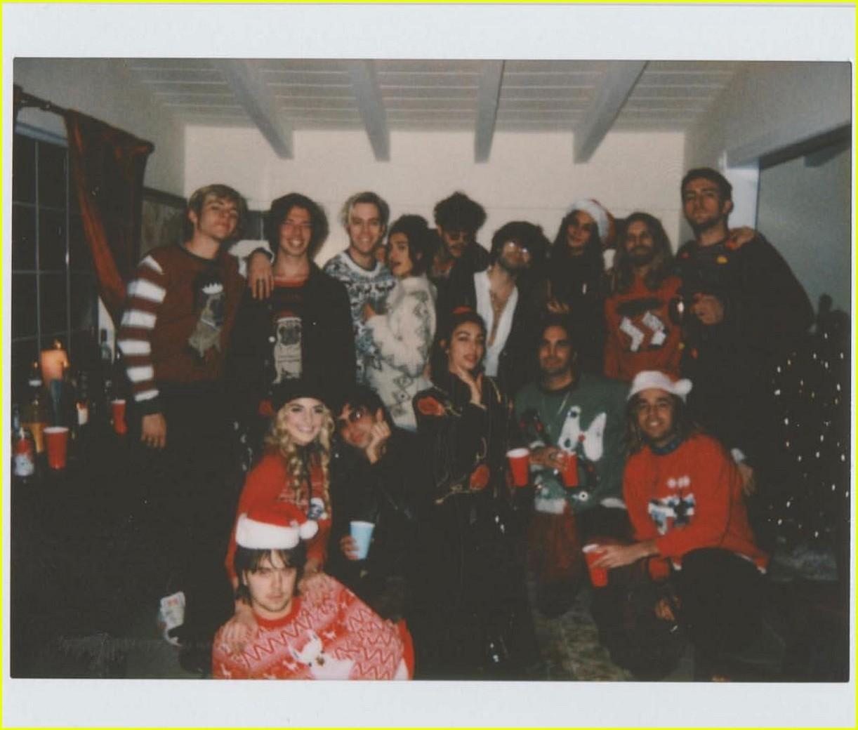rydel lynch ellington ratliff cozy up christmas photo 05