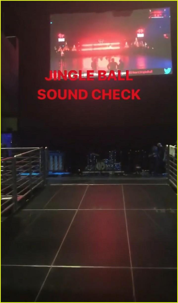 taylor swift takes fans inside jingle ball sound check 01