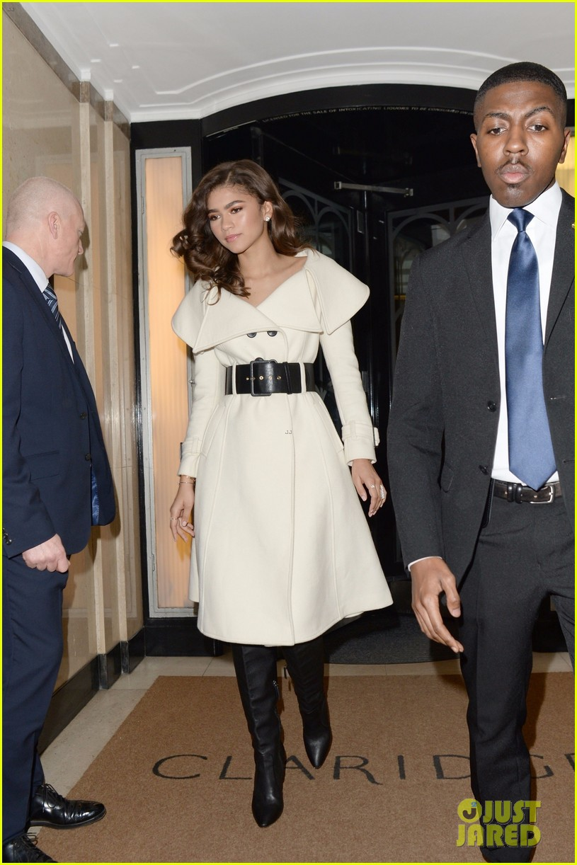 zendaya shows off her chic black and white evening ensemble 03