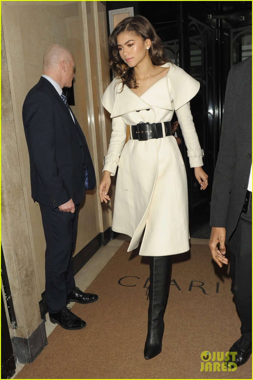 zendaya shows off her chic black and white evening ensemble 05