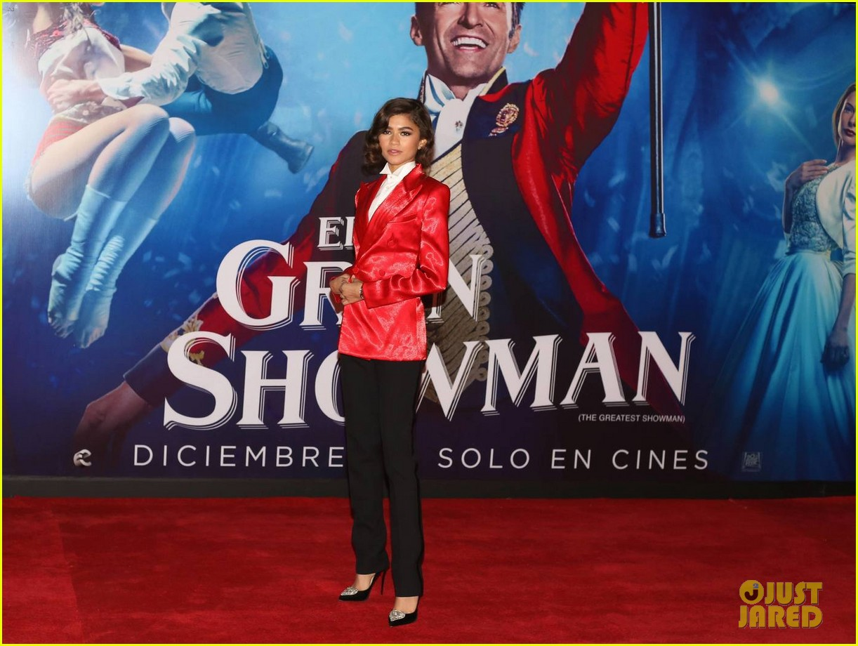 Zendaya suits up for the greatest showman mexico city premiere zendaya hugh jackman both suit up for the greatest showman mexico city pre 09 stopboris Gallery