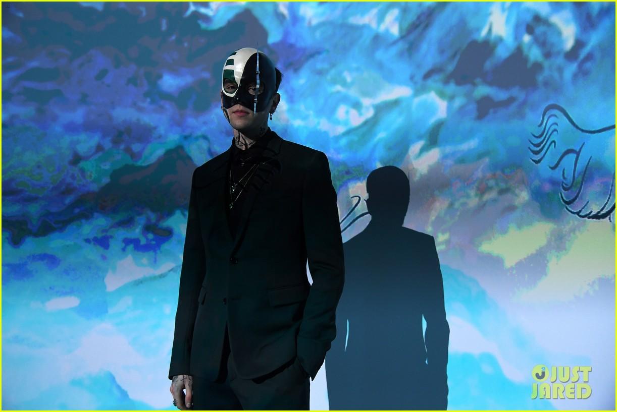 bella hadid dior masquerade ball2018 04