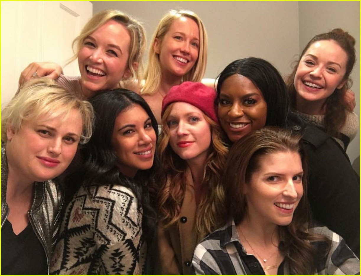 pitch perfect bellas are obsessed with each other in real lilfe 04