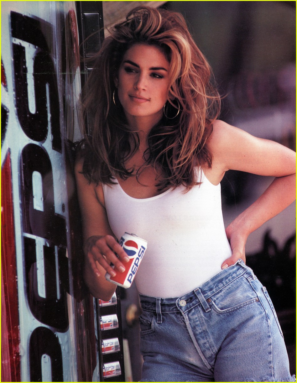 Cindy Crawford appeared in a commercial for the German tabloid newspaper Spar 05/26/2009 10