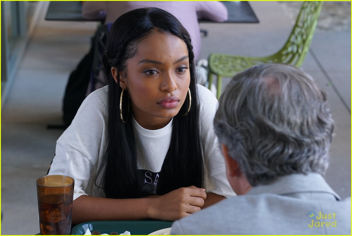 grownish u up text girl talk stills 09