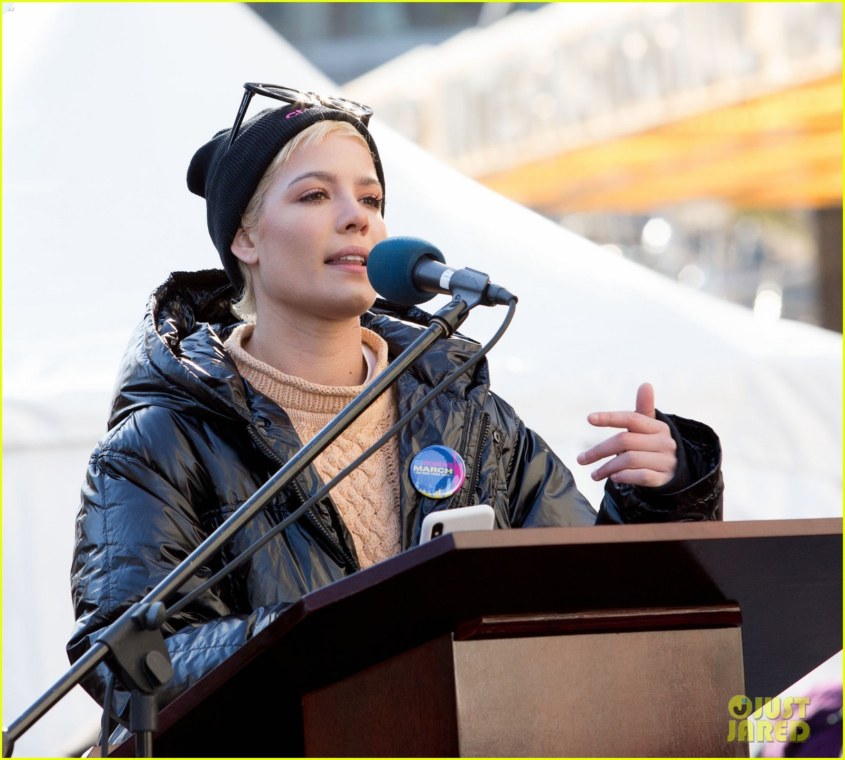 halsey shares powerful poem at womens march 2018 in nyc 04