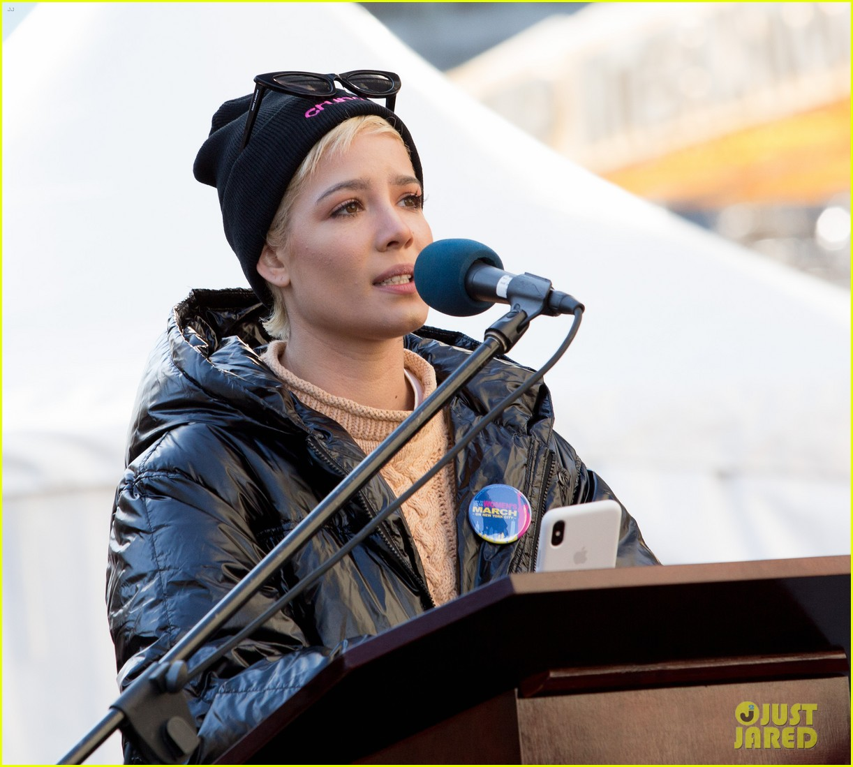halsey shares powerful poem at womens march 2018 in nyc 05