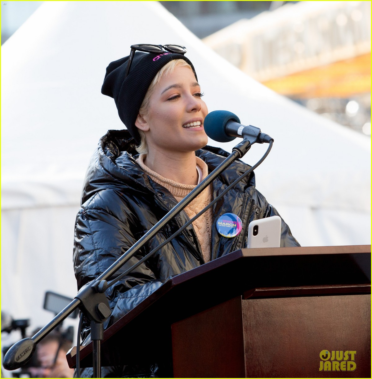 halsey shares powerful poem at womens march 2018 in nyc 06